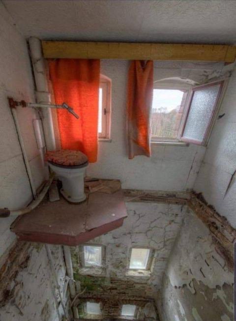 トイレだけ残った内装
