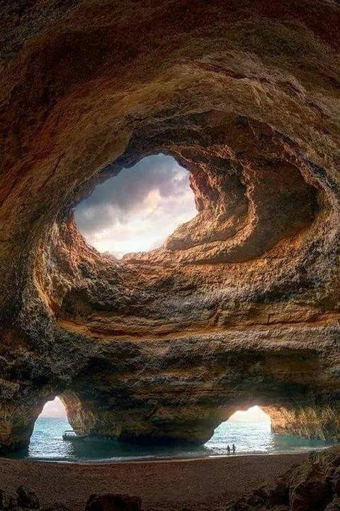 ポルトガルBenagil Sea Cave洞窟