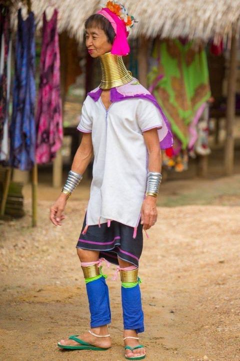 首長族の女性の首が本当に長い