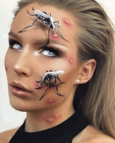 すごい蚊に刺されまくっている人