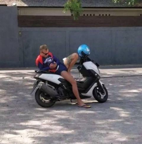 バイクの二人乗り…じゃない!!