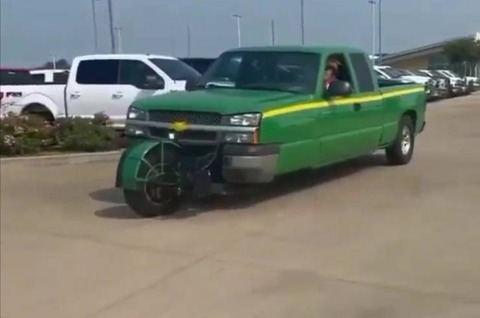 懐かしの三輪自動車…ってこういうのじゃないw