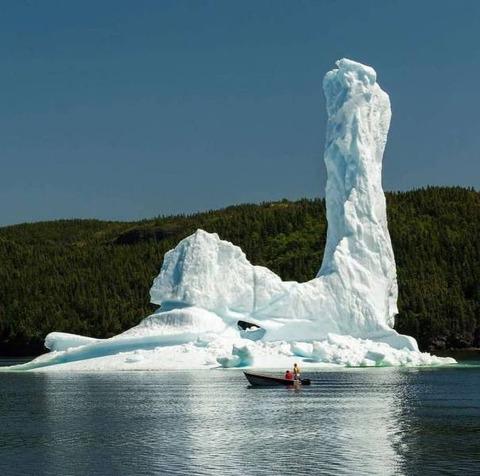 ガッツポーズがブーツの彫刻みたいになった流氷