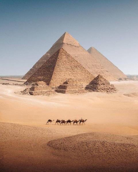 絵に描いたようなピラミッドの画像