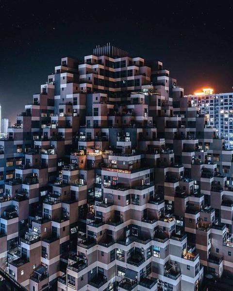 現代的なピラミッド住宅