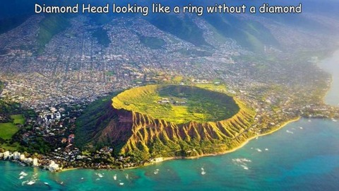 ハワイのダイヤモンドヘッドの空撮写真