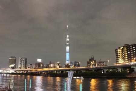 東京スカイツリーと隅田川の風景