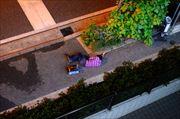 【緊急】マンションの前で倒れてる奴がいるんだが(画像あり)