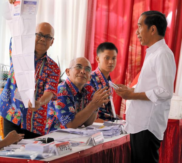 【インドネシア大統領選】過労か 膨大な開票作業、119人が死亡 ほかに計415人が病気に
