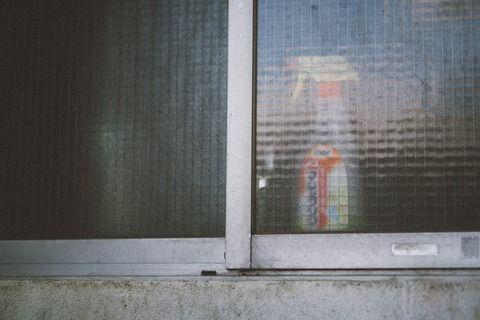 【笑霊体験】最近は窓を開けて生活してる俺→今日もずっと窓あけっぱにしてたが「何か暑くなってきたなー、もっと窓を開けよう」と思ったが、なんと!窓が・・・