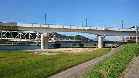 【速報】行方不明の中1女子、江戸川の川底で発見される・・・
