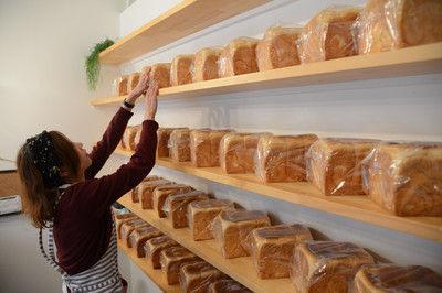 食パン専門店が人気、ブームのきっかけは1斤400円