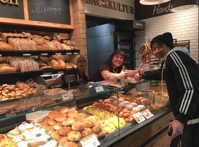 ◆悲報◆香川真司さん近くのパン屋に寄っておばちゃんにベロ出される(´・ω・`)