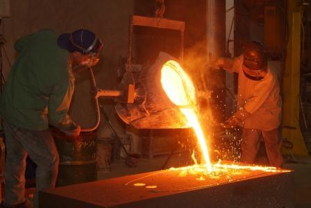 工場の鋳造ラインに女性が配属された結果wwwwww