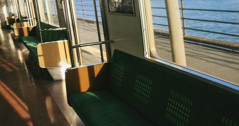 【ジジィが..】電車内の景色が見える真ん中の席で立ちあがって外を見てた娘「わ~キレイ♪」ジジイ『ドカッ!(娘の席に着席)』私「( ゚Д゚)」娘「いヤァー!」→結果