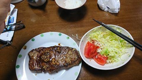 【画像】ダイエット中の朝飯を見せてやるよ!!!!!!!!