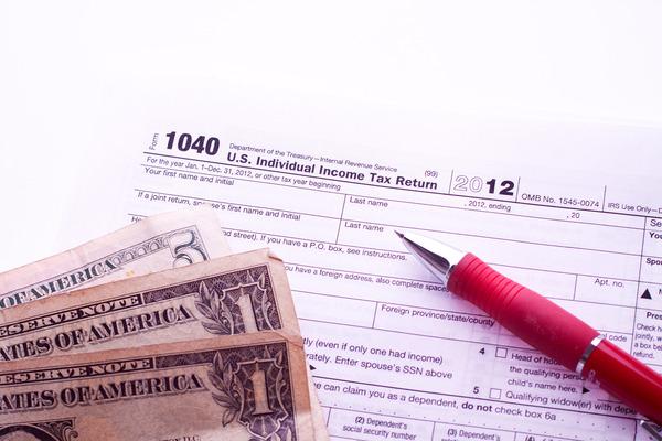 stockvault-taxes141411
