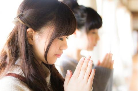 神社で合格祈願