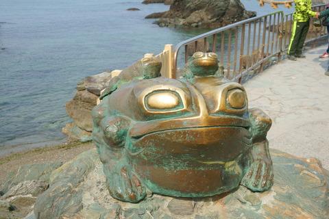 二見興玉神社 撫で蛙