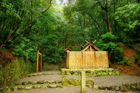 山末神社 社殿 鳥居 石垣