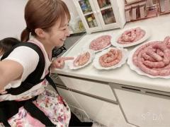 辻希美 大量の肉々しい手作りソーセージに疑問の声