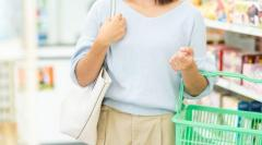 消費増税が直撃する生活保護の暮らし、牛乳も買えない…