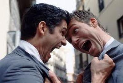 スロット打ってる時に隣の奴がガン見してきたのでキレてしまった。しかしその後、予想外の展開が・・・