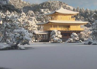雪が積もった 金閣寺 京都市 北区 1月1日 よ