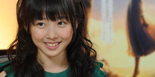 【シコ画像】本田望結ちゃん(12)、スカートの中が見えてしまうwwwwwのサムネイル画像