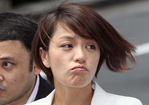 【狂気】今井絵理子議員、トチ狂ってるwwww頭おかしいwwwwwのサムネイル画像
