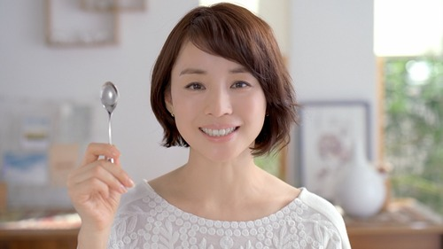 【画像】石田ゆり子さん(47)、ガチの「スッピン」がヤバ過ぎるwwwwwwwのサムネイル画像