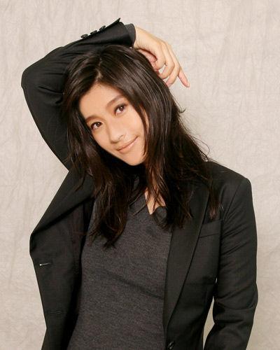 篠原涼子(42)、限界までEカップ乳を露出した結果wwwwガチで抜けるwwww(※画像)のサムネイル画像