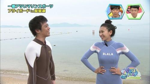 浅田舞が、身体のライン丸出しのウエットスーツ着た結果wwwドスケベ過ぎるwwwww(画像)のサムネイル画像