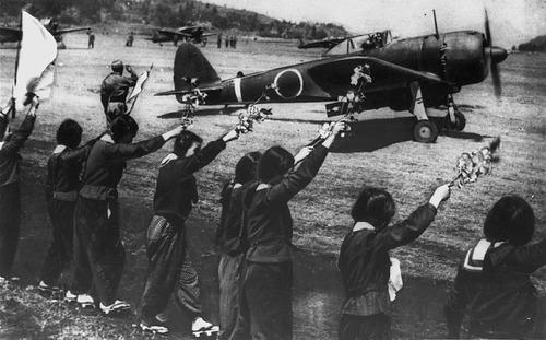 戦時中、赤紙が来たのにバックれた一家の末路wwwwwwのサムネイル画像