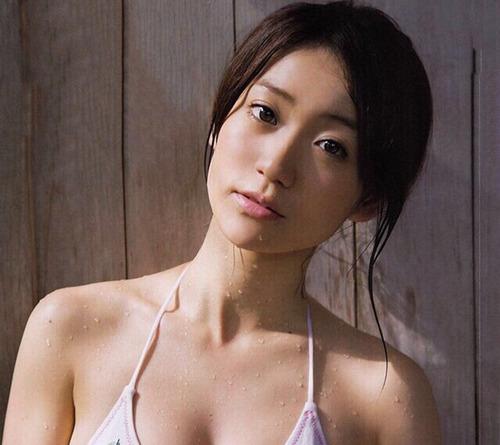 【シコ画像】大島優子(Eカップ)、無防備な写真でオッパイがwwwwwのサムネイル画像