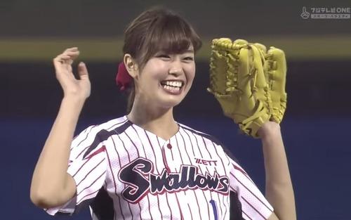 【シコ画像】稲村亜美(Fカップ)、始球式でガチの「オカズ」を提供してしまうwwwwwのサムネイル画像