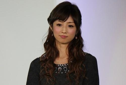 【シコ画像】小倉優子さん、くっきり割れた縦線をUPしてしまうwwwwwwのサムネイル画像