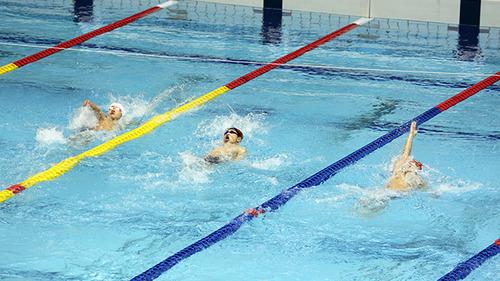 【超驚愕】黒人の水泳選手がいない理由wwwwwwwwのサムネイル画像