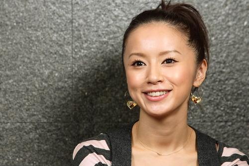【速報】鈴木亜美(34)が妊娠3か月wwww孕ませた男がこちらwwwwのサムネイル画像