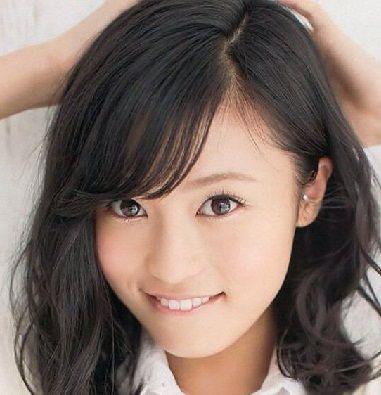 小島瑠璃子(21)、ビキニ姿で股間が、パックリ割れてる件wwwww(スジ画像)のサムネイル画像