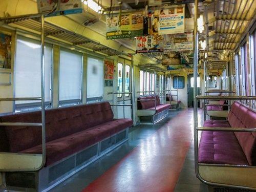 【激写】電車内にノーブラのデカ乳美女いたからwwwwwwのサムネイル画像
