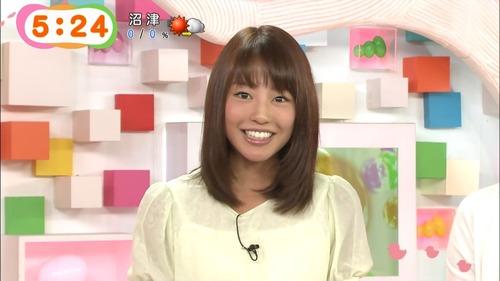 【神画像】岡副麻希アナ、スカートの中が丸見えwwww →→→ 黒いものがwwwwのサムネイル画像