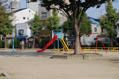 【狂気】公園で中学1年の女(12)とヤリまくったらwwwwwwのサムネイル画像