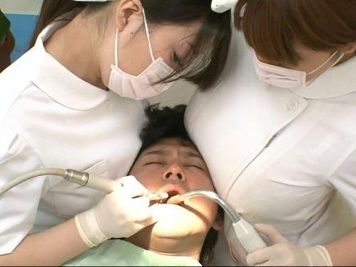 【画像】歯科助手の女の子が頭にオッパイ当ててくるからwwwwwwのサムネイル画像