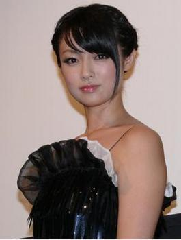 深田恭子(32)が、極小水着を着たらケツの割れ目がクックリ出てるwww(画像あり)のサムネイル画像