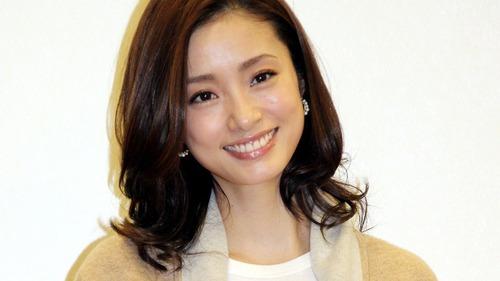 【シコ画像】上戸彩さん、オッパイはみ出してしまう事案wwwwwうぉぉぉぉぉ!!!!のサムネイル画像
