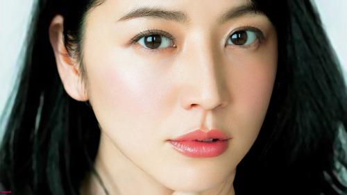 【過激画像】長澤まさみ(29)、ただの露出狂だった.....透け透け.....のサムネイル画像