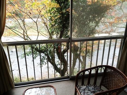 旅館の窓「あ~ん、もっと突いてぇ」→→→ 結果wwwwwwのサムネイル画像