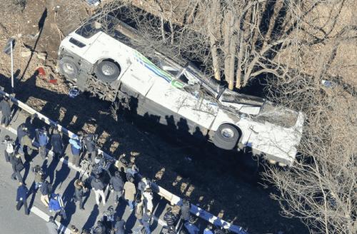 【閲覧注意】転落したバスの車内の画像が・・・ヤバ過ぎる・・・のサムネイル画像