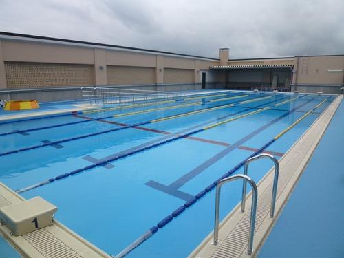 【画像】女子中学生の水泳授業時の更衣室の中wwwwこれが実態ですwwwwのサムネイル画像